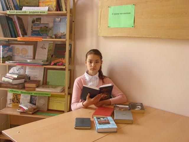 Изображение предпросмотра прочтения – АлинаВоробьёва читает произведение «На братских могилах не ставят крестов...» В.С.Высоцкого