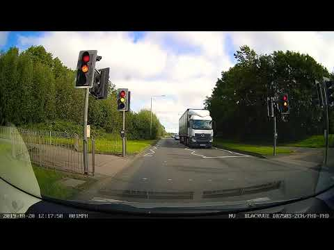 White Van Man (Reg: VO10 MFV) Drives Through Red Light.