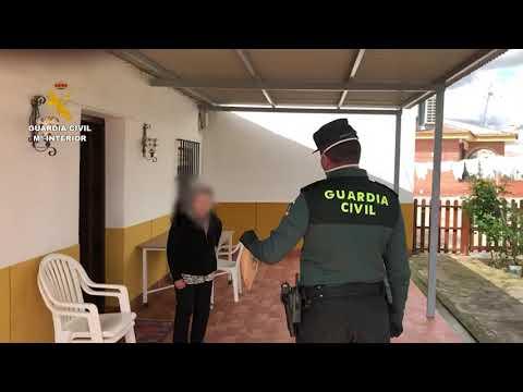 La Guardia Civil ayuda a llevar las medicinas a unos ancianos de La Montiela, pedanía de Santaella