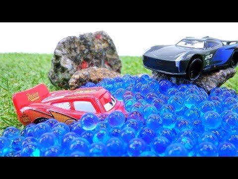 Lightning McQueen Und Storm Fahren Ein Rennen - Spielzeugautos Für Kinder