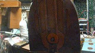 Repair of a 1937 Philco cathedral tube radio (old video that was never published).