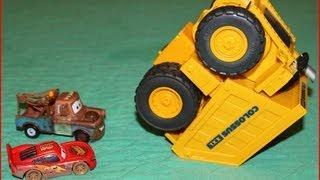 Cars Colossus XXL Tipping Dump Truck Eats Mater & Lightening McQueen!