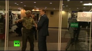 Bodyguard face-off video: Putin's, S. African security scuffle at BRICS summit(A scandalous incident was barely averted at the BRICS summit in South Africa as Russian President Vladimir Putin's guards had a row with local security officers ..., 2013-03-27T08:52:03.000Z)
