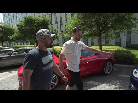 Den otevřených dveří DREAM CARS 2017 - Karel Zima vybírá auto, Lukáš mu radí