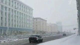 Погодные аномалии в разных регионах России - где-то все еще лето, а где-то уже выпал снег.