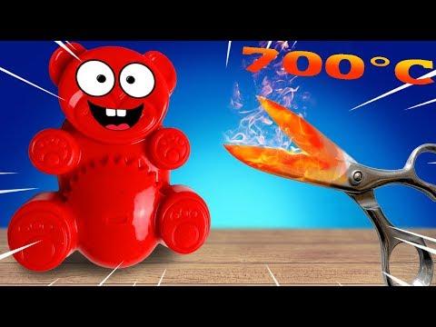 Glühende Metall Schere gegen Squishy Spielzeug mit Lucky Bär