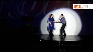 Екатеринбуржец сделал предложение своей девушке на сцене Театра эстрады