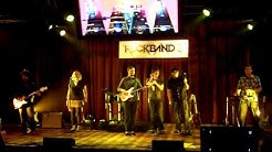 Rock Band 3: Harmonix's Stage Demo At E3 2010 (Filmed By Rockbandaide.com)