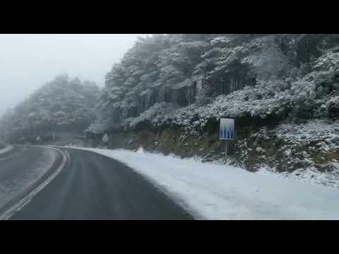 A neve toma as marxes da estrada na Fontaneira