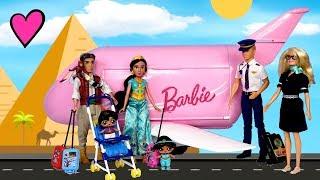 La Familia Aladdin Viaja por primera vez en el avión de Barbie! Juego con Muñecas LOL Sorpresa!