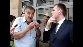 Premijer Igor Luksic i performans Andrije Markusa(, 2012-05-24T19:42:09.000Z)