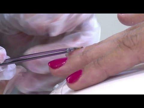 طلاء أظافر يحمل رقاقة ذكية في صالون تحميل في دبي  - نشر قبل 2 ساعة