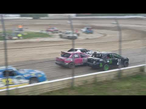 Maggies 2nd time at this track, we missed the setup in this heat race and she had to run the Bmain. - dirt track racing video image