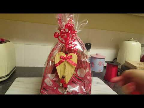 Inexpensive Christmas present ideas & wrapping  £2-4 gifts !