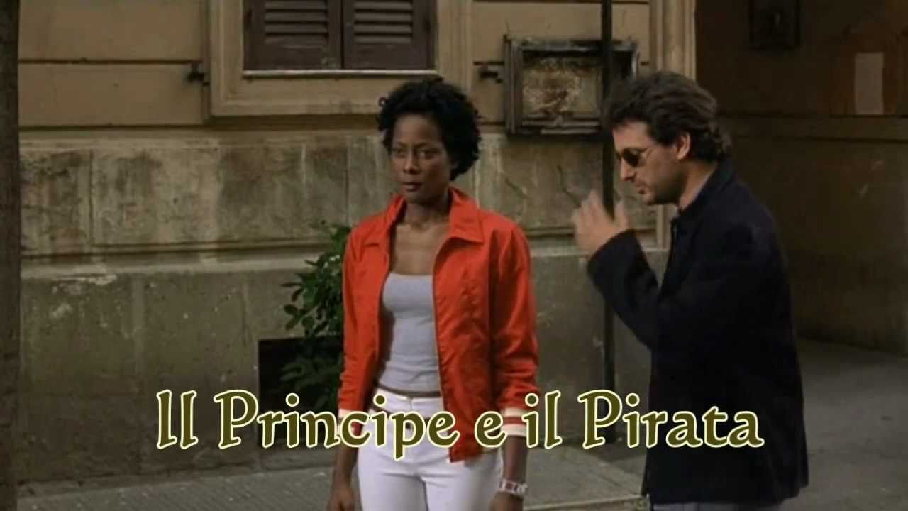 Il Principe E Il Pirata Lungo Bacio Tra Ceccherini E Melanie Youtube