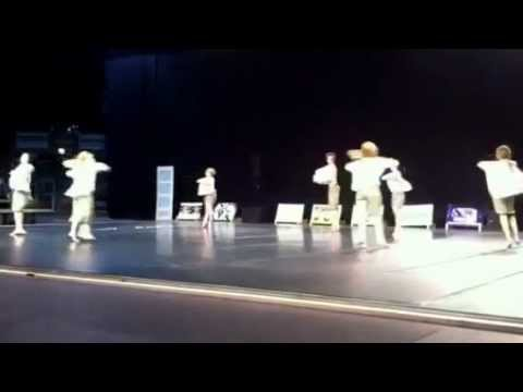 Cooma Dancers Tummien perhosten koti