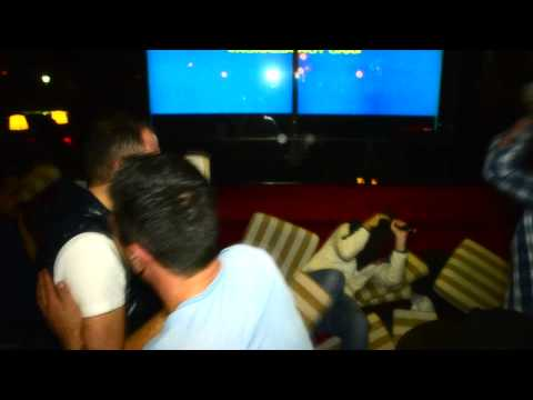Glamour karaoke  paratragouda maksilaropolemos!!!!!!  Xamoooossss!    Harry