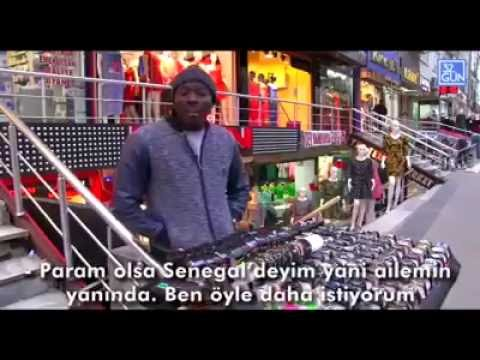 Türkiye'de saat satan siyahi bir insan