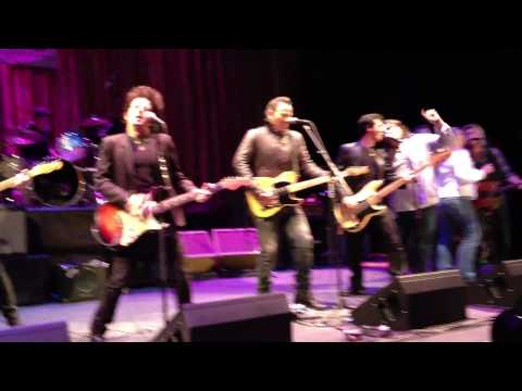 "Willie Nile with  Bruce Springsteen ""One Guitar"" Light Of Day 2012"