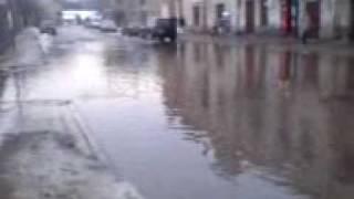 Підтоплення дороги Турка Львівська обл  flood of road.3gp(Частина дороги біля готеля., 2010-03-19T17:55:33.000Z)
