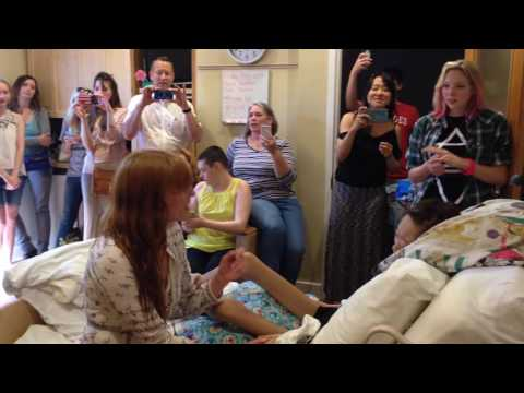 Florence + The Machine sings with Hospice Austin teen