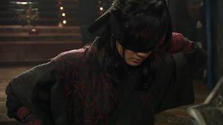 Ё Вун с закрытыми глазами сражается против Чан Те Сана и Пэк Мен Цесаёна. Воин Пэк Тон Су.