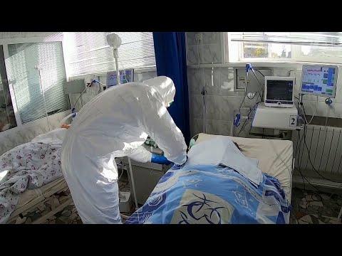 В России за сутки выявили 16710 новых случаев коронавируса.
