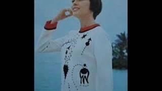 Mireille Mathieu - Il pleut toujours quand on est triste