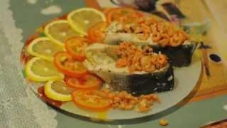 Горбуша с креветками, чесноком и лимоном
