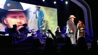 Yellow Rose Of Texas -  Johnny Lee w/ Stephanie (Live 2019)