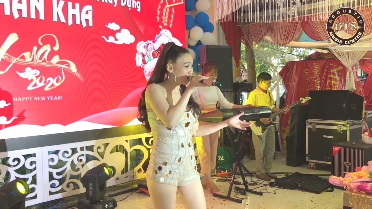 Sexy girl Ngọc Linh xuất hiện bốc lửa làm cả sảnh tiệc nhốn nháo cho ca khúc Thì Thầm Mùa Xuân.