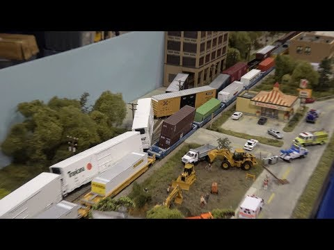 Thumbnail: HO Scale Layout Malfunction! NMRA National Train Show 2017