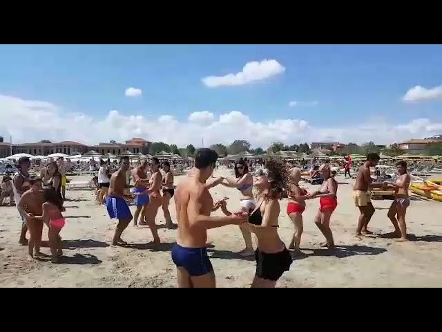 Spiaggia 90 Rimini balli in spiaggia