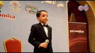 أحمد السيسى نجم ذا فويس كيدز وغناء رائع فى حفل الأخبار المسائى