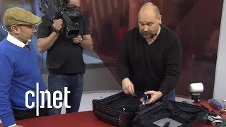 Cracking Open the Bluesmart Carry 22 suitcase at CES 2018