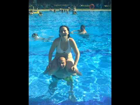 Video en la piscina de mairena del alcor youtube for Piscina mairena del alcor 2017