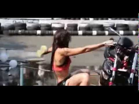 Nude women wawhing cars