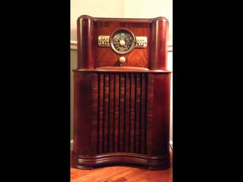 Zenith 8-S-463 plays WGN live remote from September 1947