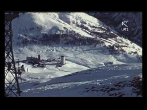Vacanze in montagna, gli sciatori del Sestriere (1955)