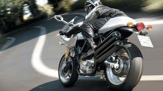 Сумасшедший мотоциклист против авто!!!