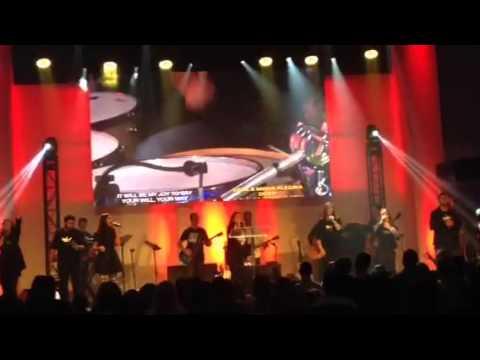 Aline Barros cantando em Ingles na Flórida