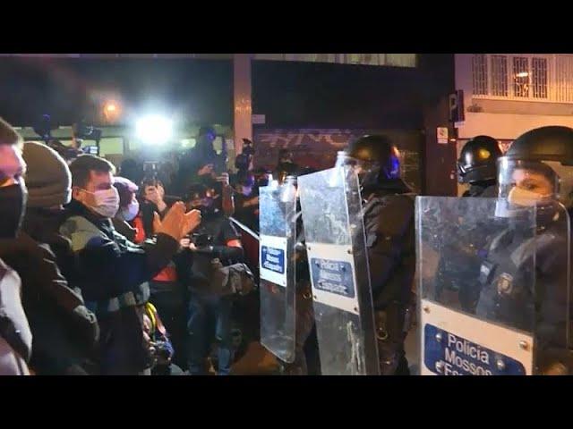 <span class='as_h2'><a href='https://webtv.eklogika.gr/ispania-sygkentroseis-diamartyrias-gia-ton-raper-chasel' target='_blank' title='Iσπανία: Συγκεντρώσεις διαμαρτυρίας για τον ράπερ Χασέλ …'>Iσπανία: Συγκεντρώσεις διαμαρτυρίας για τον ράπερ Χασέλ …</a></span>