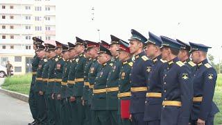 В Ростове-на-Дону выпускникам военных вузов вручили ключи от новых служебных квартир.