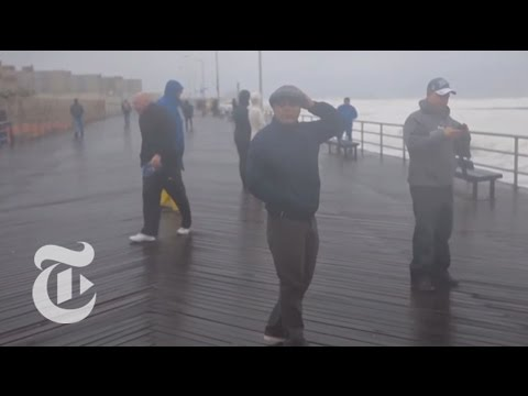 Hurricane Sandy Creeps into Queens | The New York Times