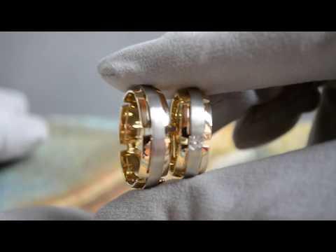 Матовые обручальные кольца из двух видов золота с крупным бриллиантом в женском кольце