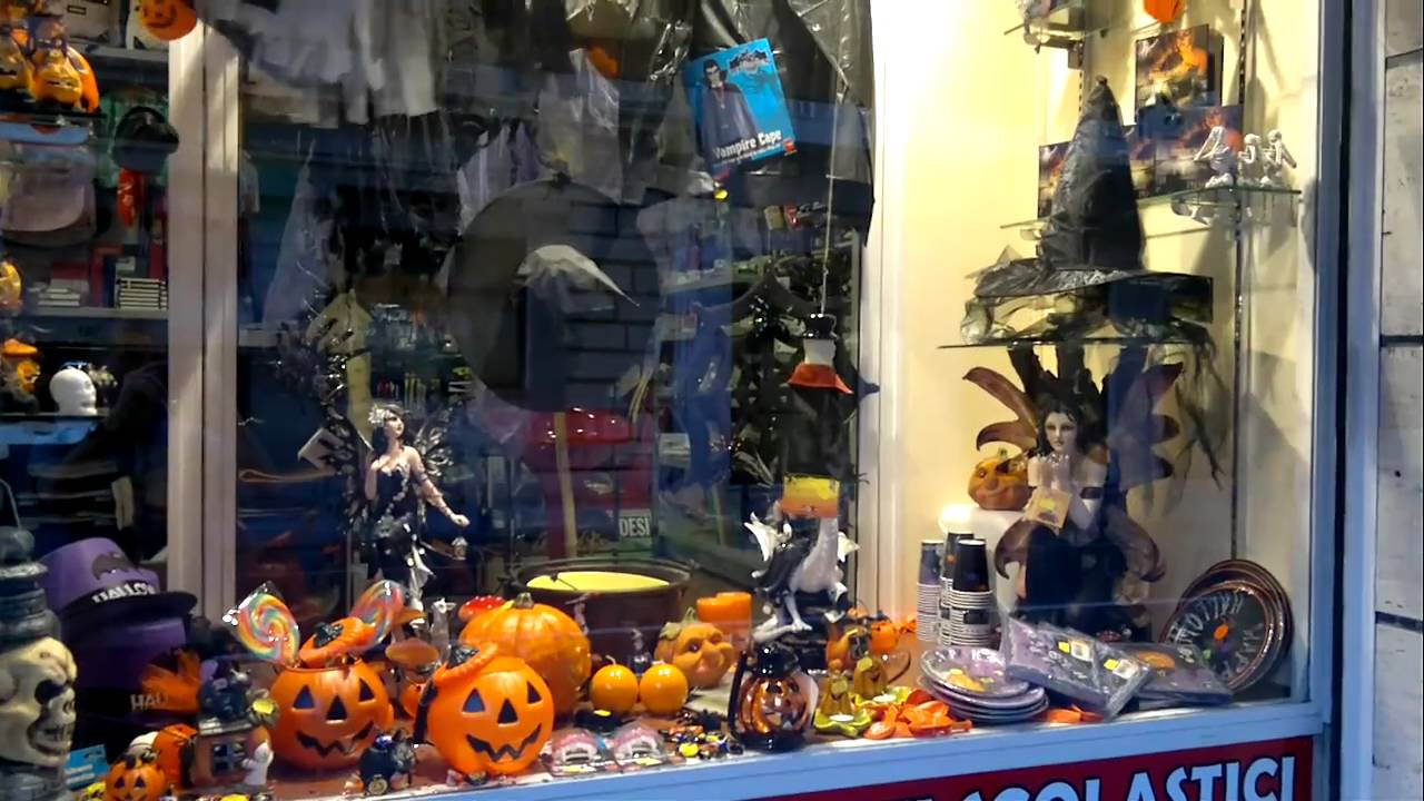 8b02d6373291 Cascoshop Sanremo vetrina Halloween 2010 - YouTube