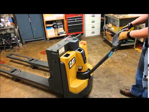 Cat Electric Pallet Jack With Fork Youtube
