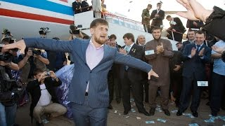 Кадыров требует от Путина дань 500 000 000 000 рублей, пол триллиона!!!
