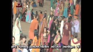 """""""MAA"""" Aarkee Garba 2010 (Live) - Chaal Morli...(1)"""