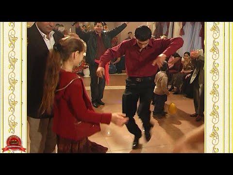 Цыганская свадьба. Парни лихо танцуют. Танец семей